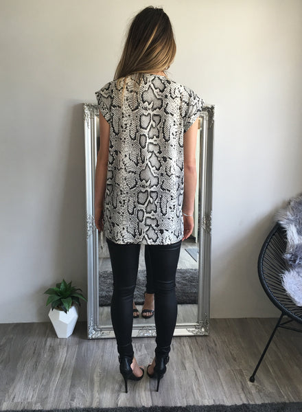 Refuge Basic Choker Top White Leopard
