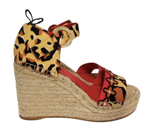 Tropical Bloom Wedges