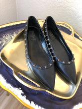 Load image into Gallery viewer, Valentino Leather Pointed-Toes Ballet Flats 41