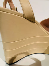 Load image into Gallery viewer, Gucci Tan Leather Sally Platform Wedges