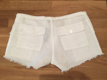 Load image into Gallery viewer, 100% Capri White Linen Shorts Size XS