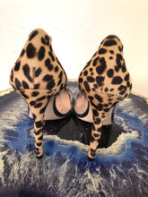 Load image into Gallery viewer, Gianvitto Rossi Plexi Pumps 38