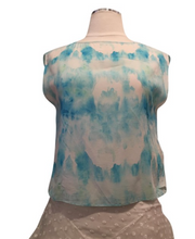 Load image into Gallery viewer, Alice + Olivia White and Blue Printed Cropped Top
