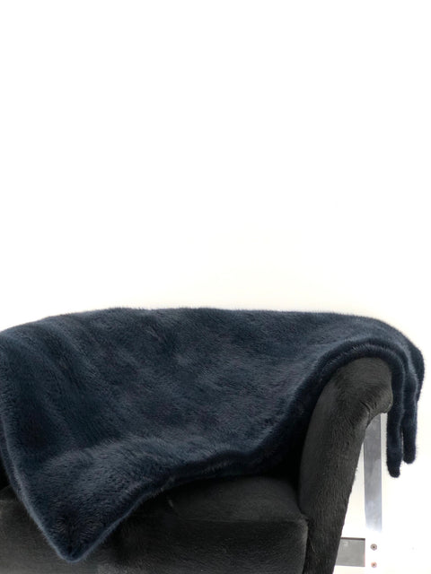 DYED NAVY KNITTED MINK THROW