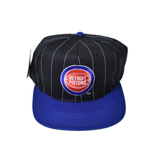 Load image into Gallery viewer, Vintage Detroit Pistons Starter Snapback Hat