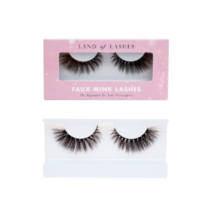 Land of Lashes in style Glam
