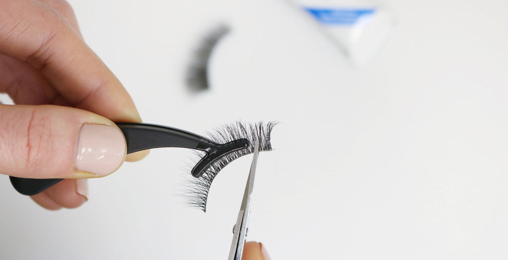cutting-strip-lashes-to-size
