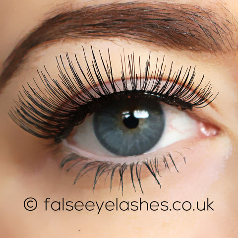 Ardell Self-Adhesive Lashes 105S (Model Shot 1)