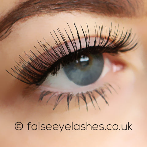 Ardell Self-Adhesive Lashes 105S (Model Shot 2)