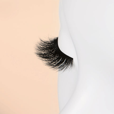 Blinking Beaute Mink Lashes - No. 2 (Mannequin Shot 2)