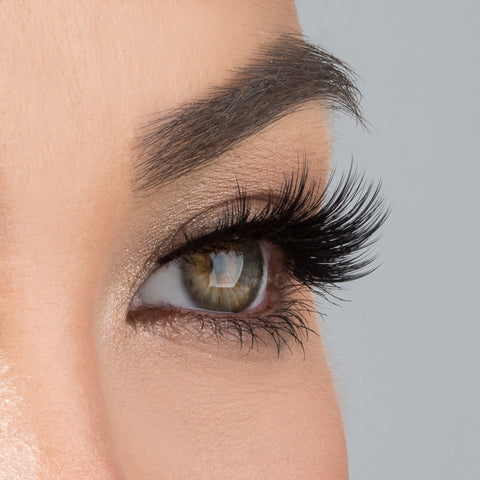 House of Lashes - Allura Lite (Model Shot - Side)