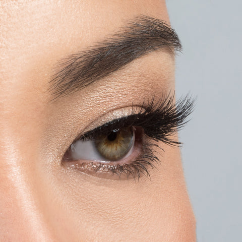 House of Lashes - Serene Lite (Model Shot - Side)