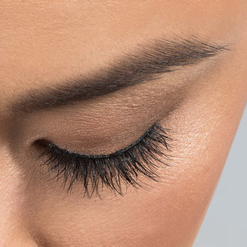 House of Lashes - Serene Lite (Model Shot - Above)