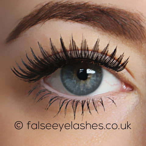 KoKo Lashes - 206 (Model Shot 1)