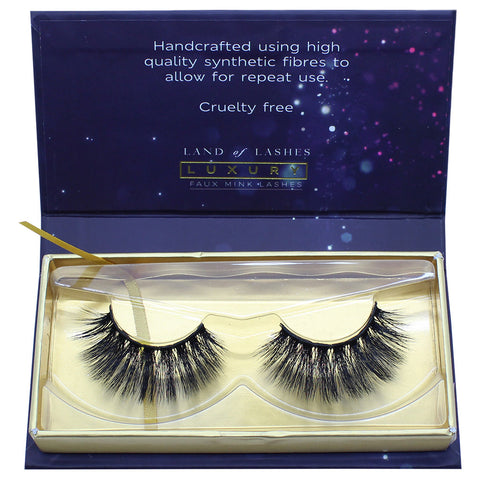 Land of Lashes Luxury Lashes - Chic (Packaging Shot)