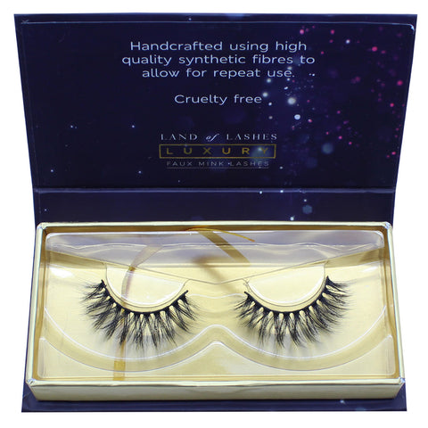 Land of Lashes Luxury Lashes - Luxe (Packaging Shot)