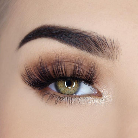 SOSU Luxury Lashes - Hailey (Model Shot)