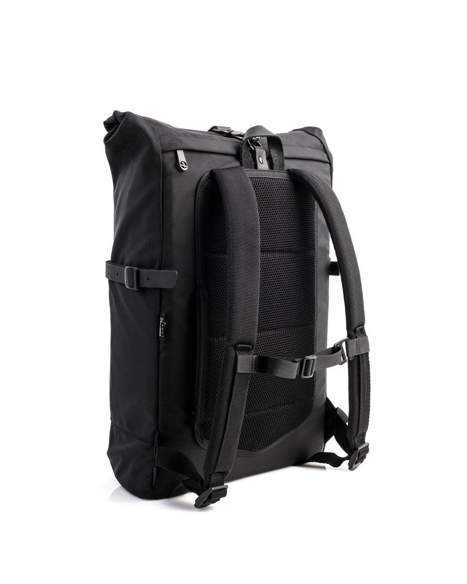 Alldaypack - The miminalistic everyday laptop backpack - Three quarter back view