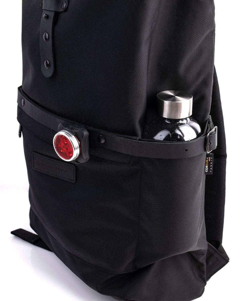 Alldaypack - The miminalistic everyday laptop backpack - Water bottle in one side pocket and red bike light in the leather strap