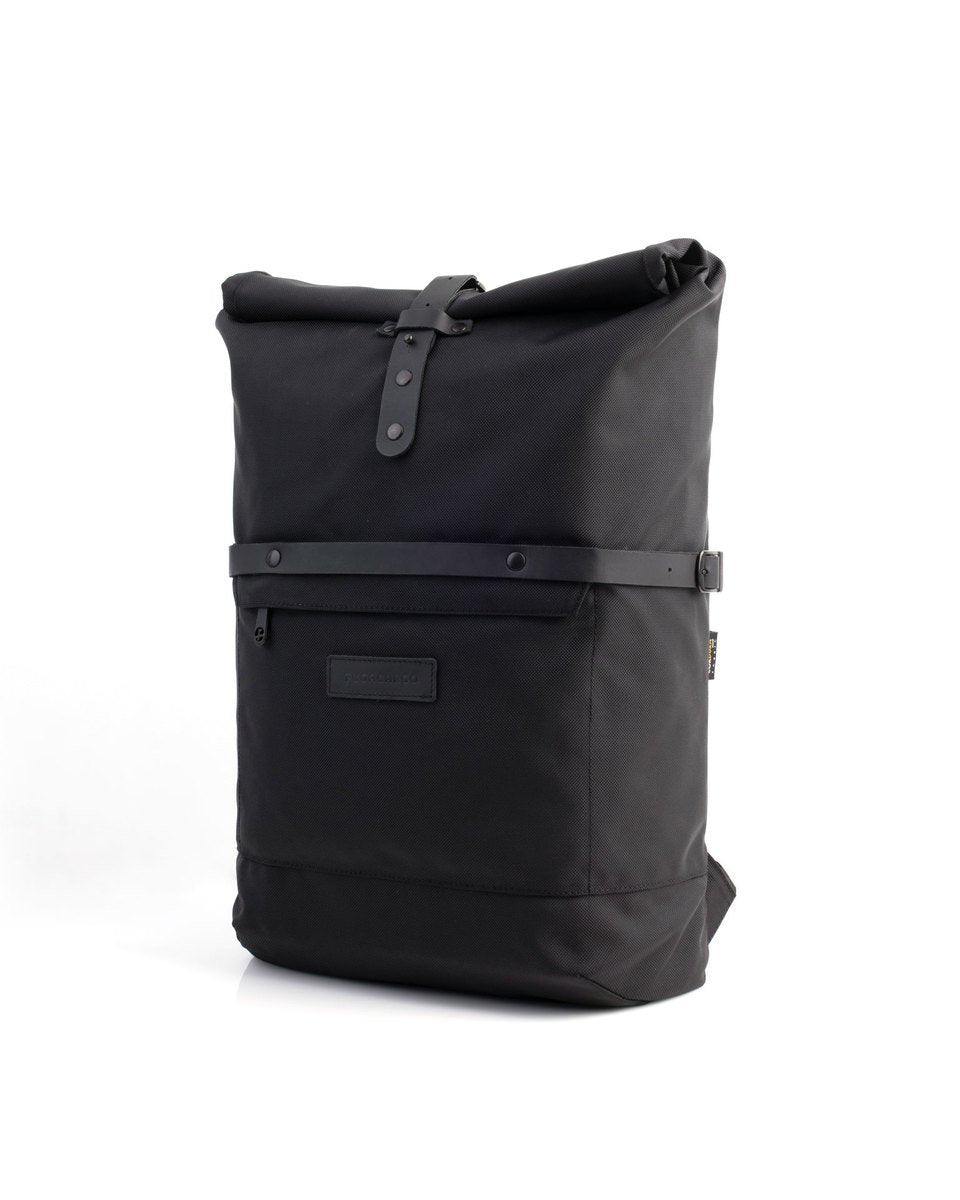 Alldaypack - The miminalistic everyday laptop backpack - Three quarter front view