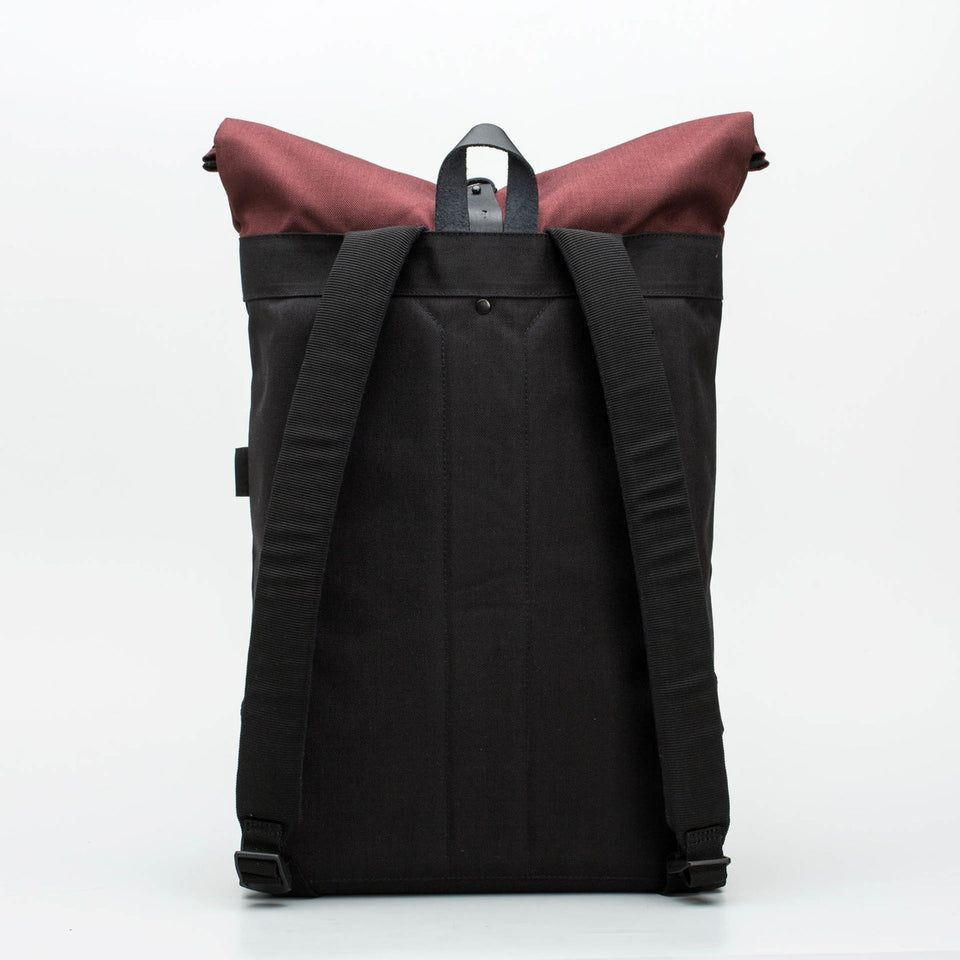 Fugacargo - Folder sack bordeaux lightweight commuter laptop backpack back view