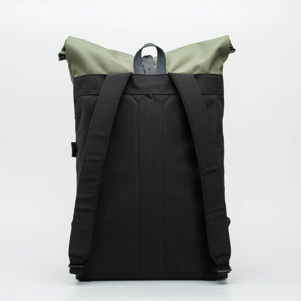 Fugacargo - Folder sack green lightweight commuter laptop backpack back view