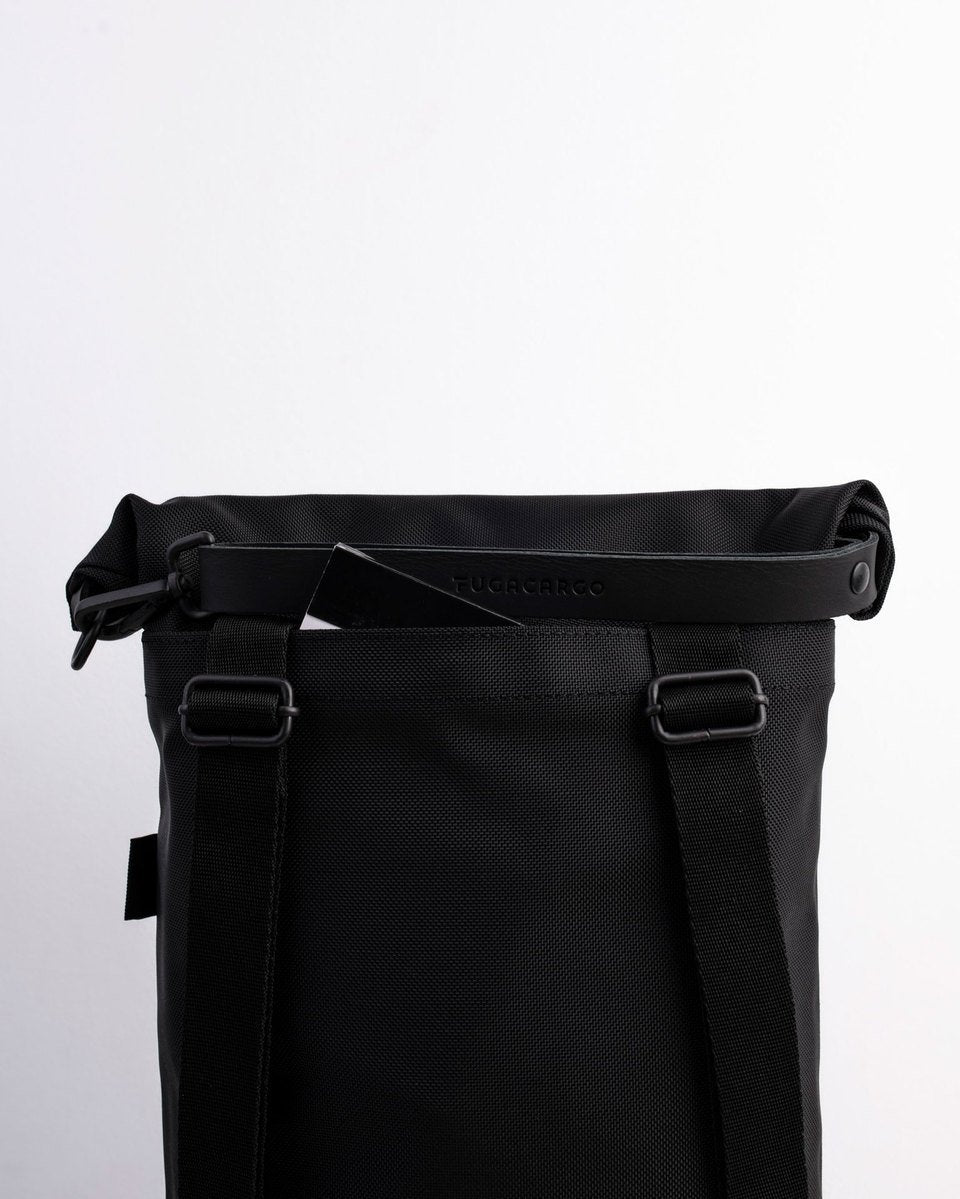 Fugacargo - Lean bag black versatile laptop backpack shoulder bag rolltop detail