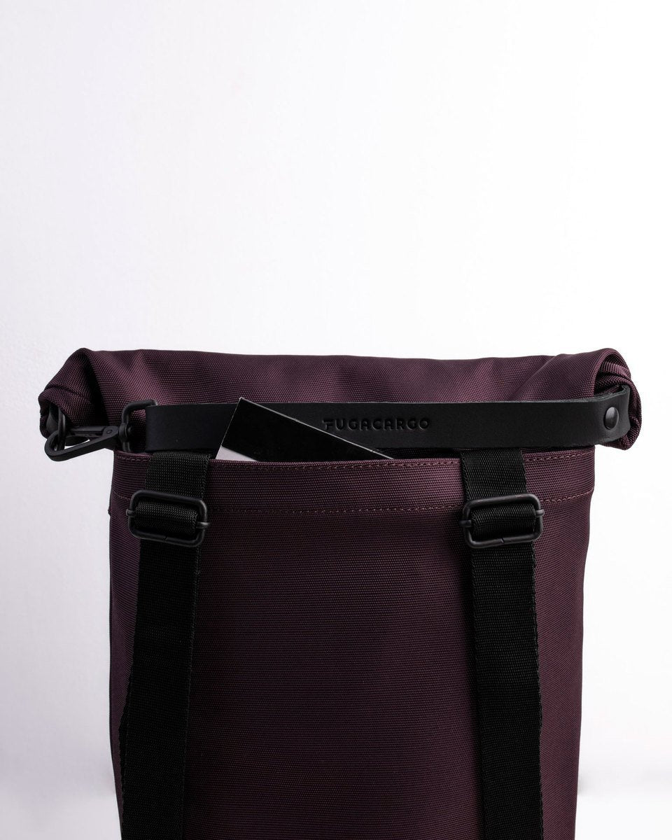 Fugacargo - Lean bag bordeaux versatile laptop backpack shoulder bag rolltop closure and back sleeve detail