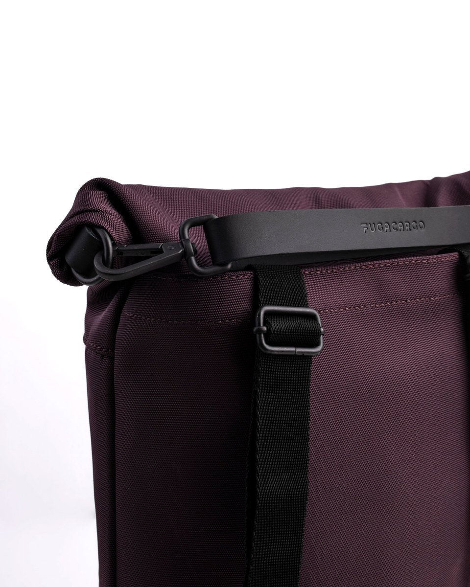 Fugacargo - Lean bag bordeaux versatile laptop backpack shoulder bag leather strap with logo detail