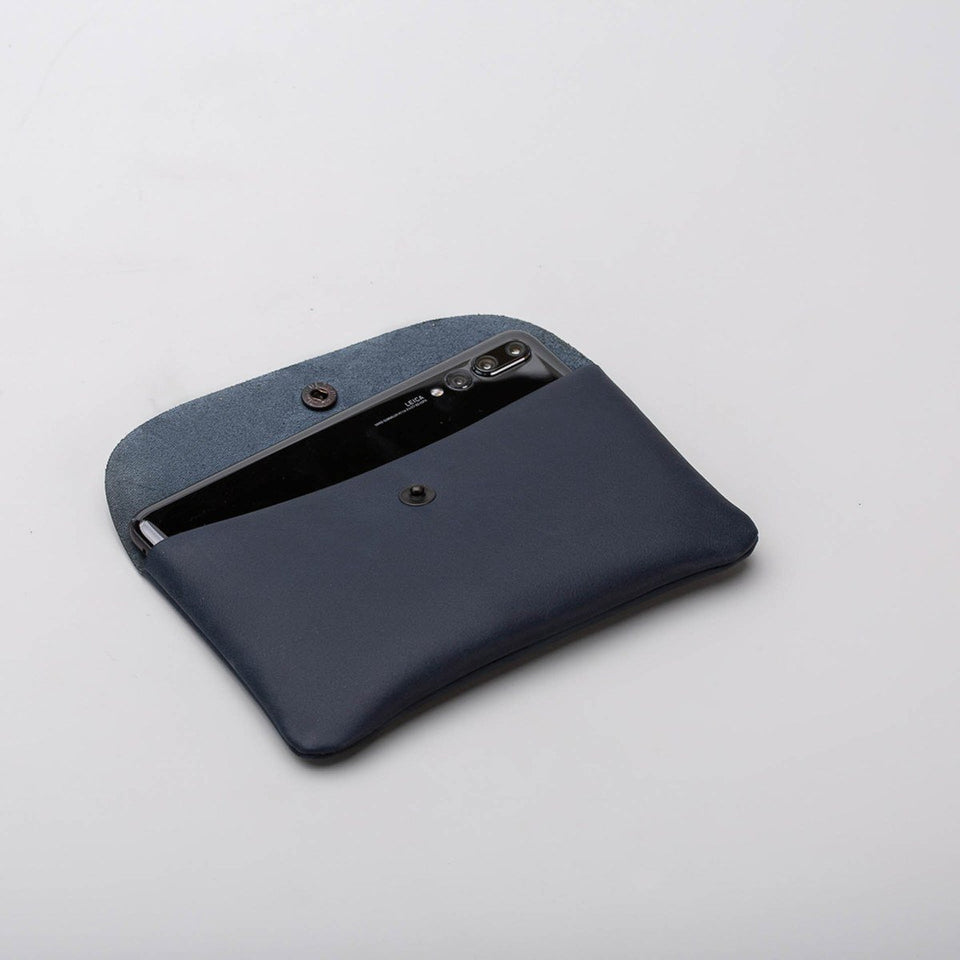 Fugacargo - Long wallet blue minimalist long leather wallet opened with phone inside detail