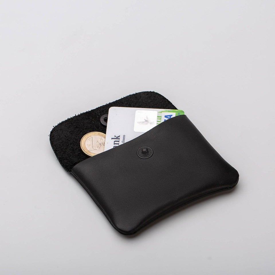 Fugacargo - Mini wallet black minimalist smooth leather wallet opened with coins and credit card detail