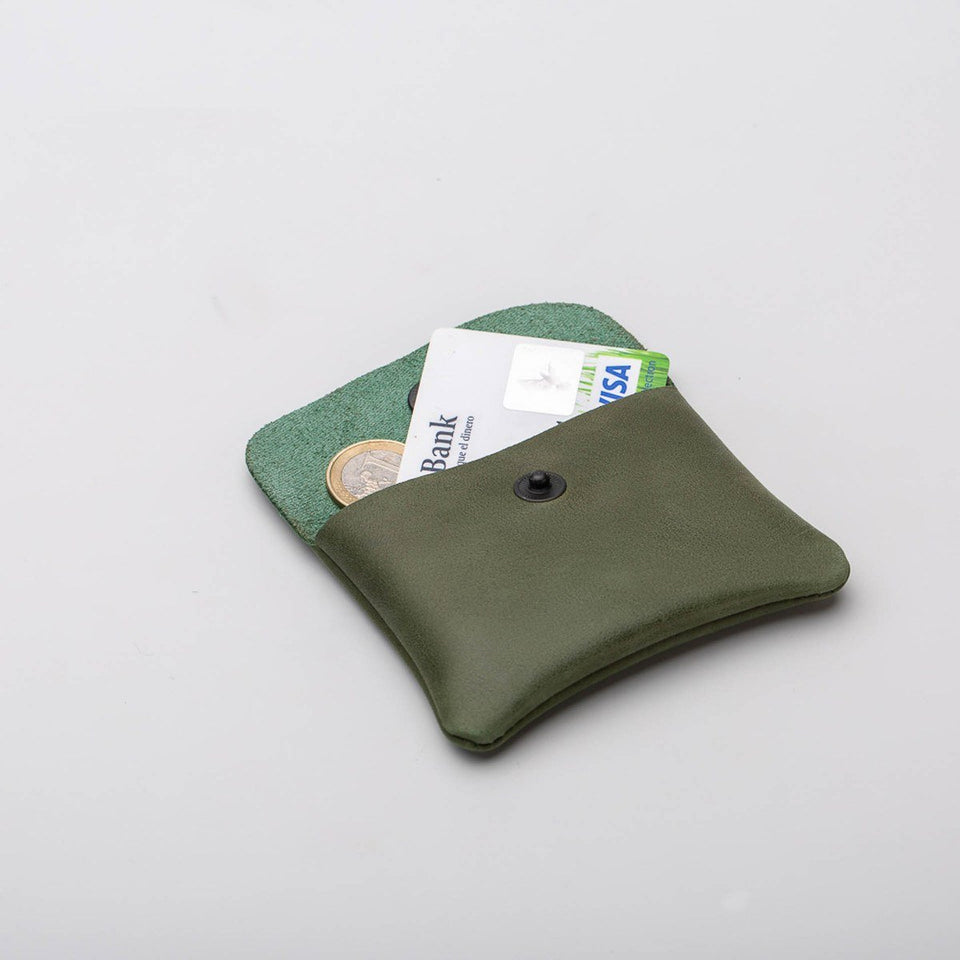 Fugacargo - Mini wallet green minimalist smooth leather wallet opened with coins and credit card detail