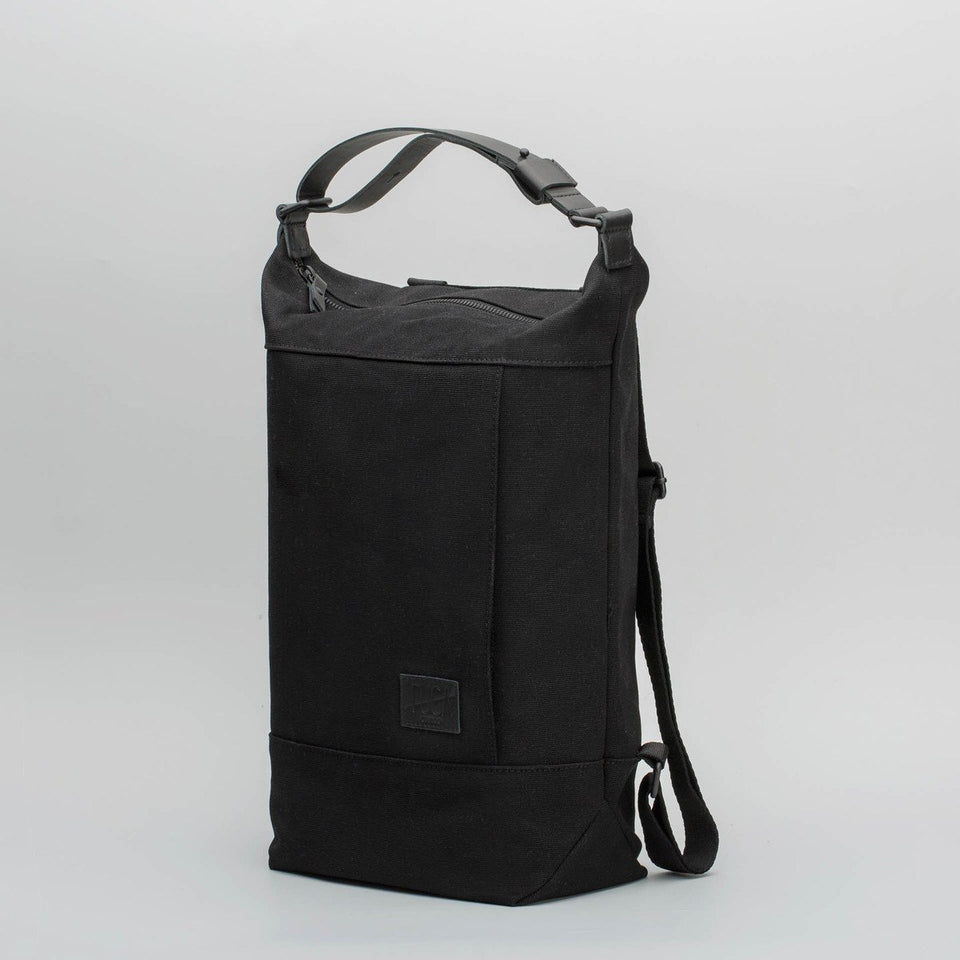 Fugacargo - Muda cotton bag black versatile backpack and shoulder bag three quarters front view