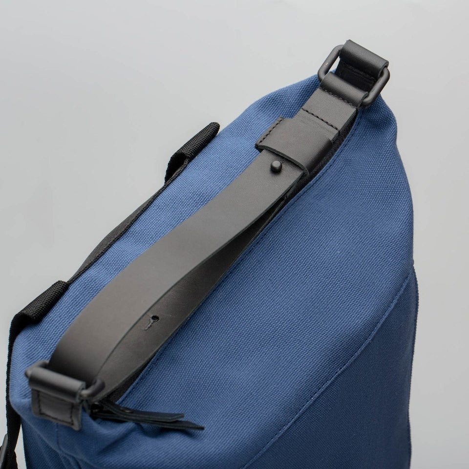 Fugacargo - Muda cotton bag blue versatile backpack and shoulder bag adjustable leather strap detail