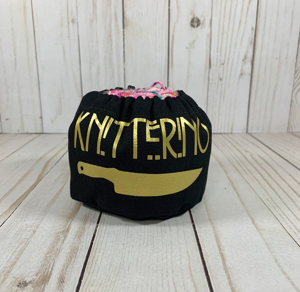 Knitterino Cake Coozie™ | Cookie and Bees