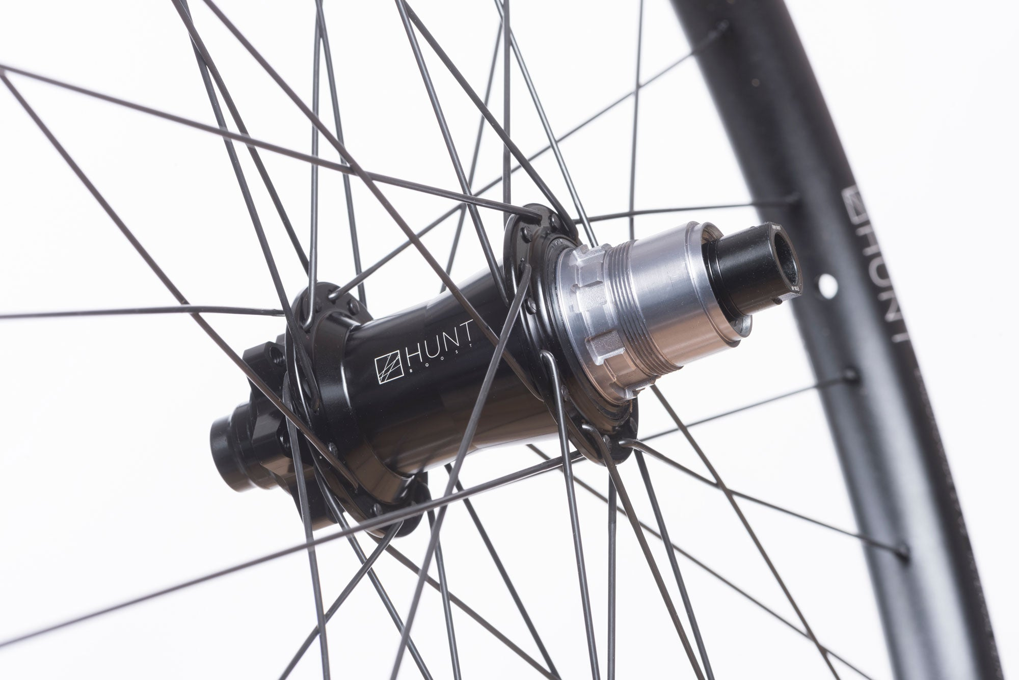 <h1>Rear Hub</h1><i>The demands of modern day Enduro riding are tougher than ever before, so the EnduroWide hubs have been designed with oversized 17mm axles to increase stiffness and bearing durability. On the rear, the Hunt RapidEngage MTB hubs with a fast 5 degree engagement, means you will be able to put the power down straight out of the corners. </li>