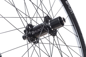 <html><h1>Rear Hub</h1><i>We create wheels to match the needs of riders who want the most from their wheels. The DH hubs have been chosen to increase stiffness, bearing durability and overall strength of your wheelset. On the rear, the RapidEngage MTB hubs with a superfast 3&deg; engagement, means you will be able to put the power down straight out of the corners.</i></html>