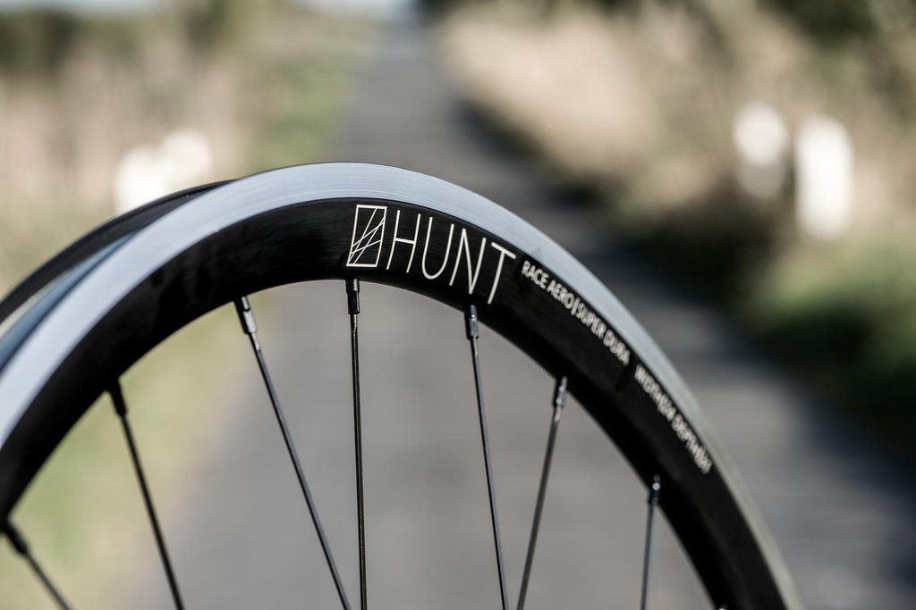 <h1>Rims</h1><i>The Race Aero SuperDura has a 24mm wide and 31mm deep rounded profile rim from Niobium enriched alloy. Niobium alloy is a proprietary material and uses an advanced T10 heat-treatment process. The process delivers outstanding weight, stiffness and durability meaning rims can be wider for 25 and 28mm tyres, deeper for better aero performance, light for excellent climbing and acceleration and capably handle the increased loads and torque that more powerful riders can dish out.</i>