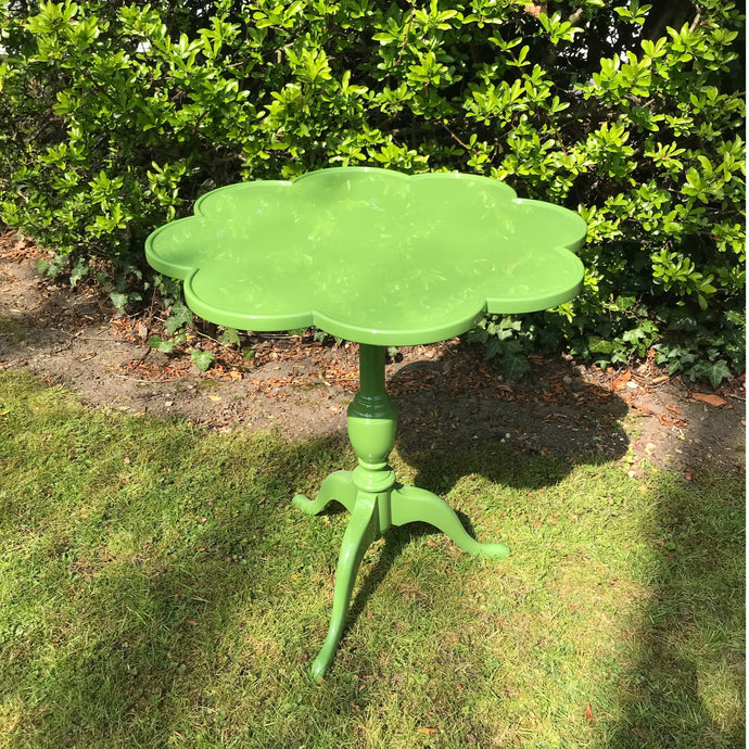 Lacquered Scalloped Shaped Leaf Green Occasional Table