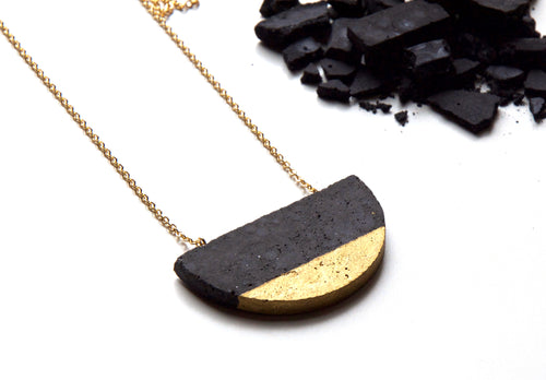 HALF-MOON NECKLACE - BLACK