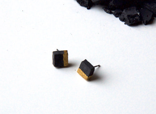 BLACK CONCRETE SQUARE EARRINGS