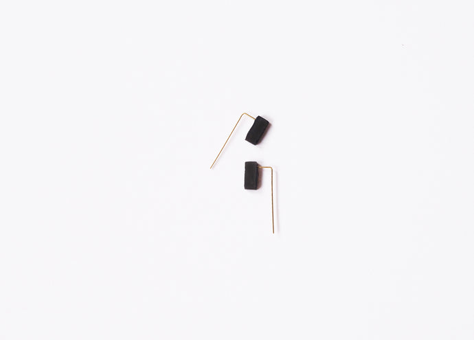 REVERSIBLE BLOCK EAR THREADER - BLACK