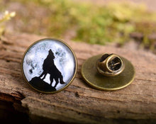 Load image into Gallery viewer, Lapel pin - Howling wolf lapel pin, wolf pin, wolf brooch, glass dome lapel pin, antique brass lapel pin, howling wolf lapel pin