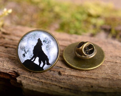 Lapel pin - Howling wolf lapel pin, wolf pin, wolf brooch, glass dome lapel pin, antique brass lapel pin, howling wolf lapel pin
