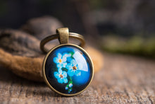 Load image into Gallery viewer, Forget me not key chain, blue keychain, gift women, gift for women, birthday gift for her, sister gift, gift for mom, girlfriend gift