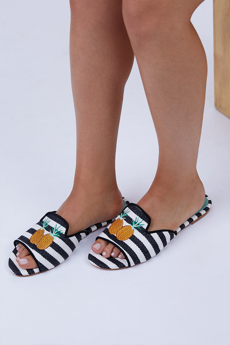 Pineapple Shower Flats - Black And White