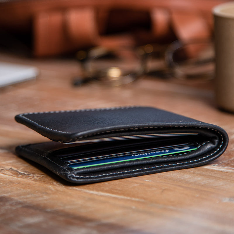 Large leather cardholder for men