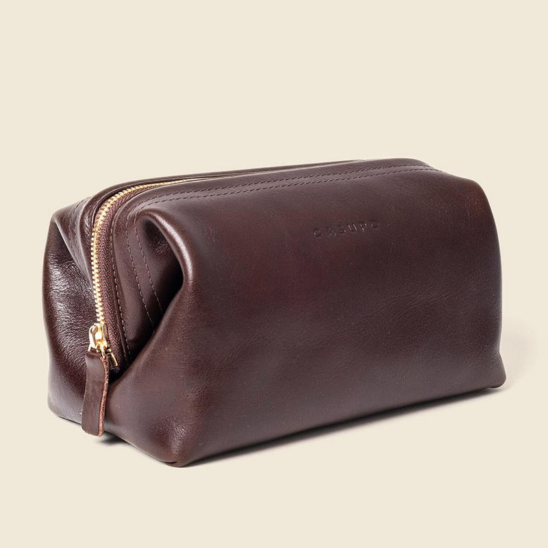Sustainable leather toiletry bag for men