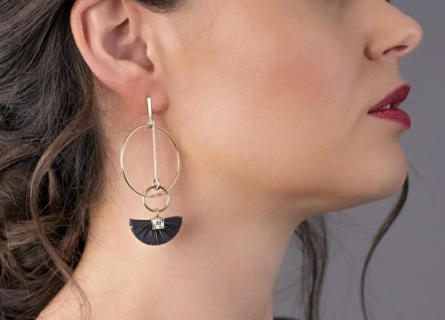 Geometric Delicate Tassel Drop Earrings - Black