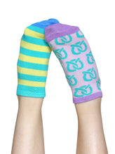 Load image into Gallery viewer, MARVELOUS PRETZELS LINER SOCKS